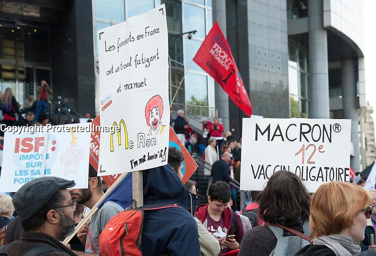 September 23 2017, Paris, France - Demonstration against the Reform of Labour Law led by the French politician Jean-Luc Melenchon Leader of 'La France Insoumise'. # MANIFESTATION CONTRE LA LOI TRAVAIL EN FRANCE
