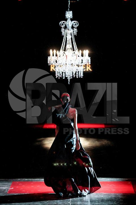 SAO PAULO, SP, 22 MARÇO 2013 - SPFW - R.ROSNER - Desfile da R.Rosner grife durante o São Paulo Fashion Week ( SPFW ) Verão 2013 e 2014 realizado no Espaço da Bienal no Parque do Ibirapuera em São Paulo (SP), nesta sexta-feira (22).  FOTO: MONICA SILVEIRA / BRAZIL PHOTO PRESS