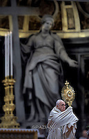 Pope Francis celebrates the Vespers and Te Deum prayers in Saint Peter's Basilica at the Vatican on December 31, 2015