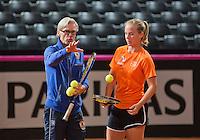 Februari 04, 2015, Apeldoorn, Omnisport, Fed Cup, Netherlands-Slovakia, Training Dutch team, Richel Hogenkamp with coach Martin Bohm<br /> Photo: Tennisimages/Henk Koster