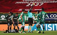 BOGOTÁ- COLOMBIA, 25-04-2021:Jhon Hinestroza Romaña referee central durante el encuentro entre La Equidad y El Atletico Nacional en partido por la apertura de los cuartos de final de la Liga BetPlay DIMAYOR 2021 jugado en el estadio  Metropolitano de Techo de la ciudad de Bogotá. /Jhon Hinestroza Romaña central referee during the match between La Equidad and El Atletico Nacional in the opening match of the quarterfinals of the BetPlay League DIMAYOR 2021 played at the Metropolitano de Techo stadium in the city of Bogotá. Photo: VizzorImage / Felipe Caicedo / Staff