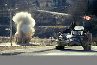 Landmines are detonated from a Canadian army BISON armored vehicule during the United Nation<br /> 1999 peace mission in Bosnia<br /> <br /> Véhicule blindé BISON  de l'armée Canadienne, est utilisé pour détruire ? distance des mines, durant la mission de paix de l'ONU en 1999 en Bosnie<br /> <br /> photo : (c)  Images Distribution