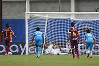 MONTERIA - COLOMBIA, 18-10-2020: Andrey Estupiñan (#7) de Tolima dispara para anotar el primer gol, de penal, de su equipo durante el partido por la fecha 15 Liga BetPlay DIMAYOR I 2020 entre Jaguares de Córdoba F.C. y Deportes Tolima jugado en el estadio Jaraguay de la ciudad de Montería / Andrey Estupiñan (#7) of Tolima kicks the ball to score the first goal, by penalty, of his team during match for the date 15 BetPlay DIMAYOR League I 2020 between Jaguares de Cordoba F.C. and Deportes Tolima played at Jaraguay stadium in Monteria city. Photo: VizzorImage / Andres Felipe Lopez / Cont