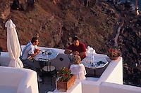 Restaurant in Oia, Insel Santorin (Santorini), Griechenland, Europa