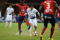 MEDELLÍN- COLOMBIA, 10-05-2018:Didier Moreno (Der.) jugador del Deportivo Independiente Medellín (COL) disputa el balón con Pablo Zeballos (Izq.) jugador de Sol de América (PAR) durante partido por la primera ronda ,  etapa 2 de 2 de la Copa Sudamericana  2018 jugado en el estadio Atanasio Girardot de la ciudad de Medellín. / Didier Moreno (R) player of Deportivo Independiente Medellin (COL) fights for the ball withPablo Zeballos(L) player of Sol de America (PAR) during the match for the Sudamerica Cup  2018 played at the Atanasio Girardot Stadium in Medellin city. Photo: VizzorImage / León Monsalve / Contribuidor
