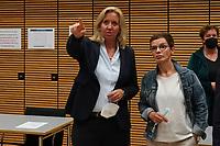 Hessische Fraktionsvorsitzende Ines Claus (CDU) mit Roxana Sauer, Frau von Direktkandidat Stefan Sauer - Gross-Gerau 26.09.2021: Ergebnisse Bundestagswahl im Kreistag