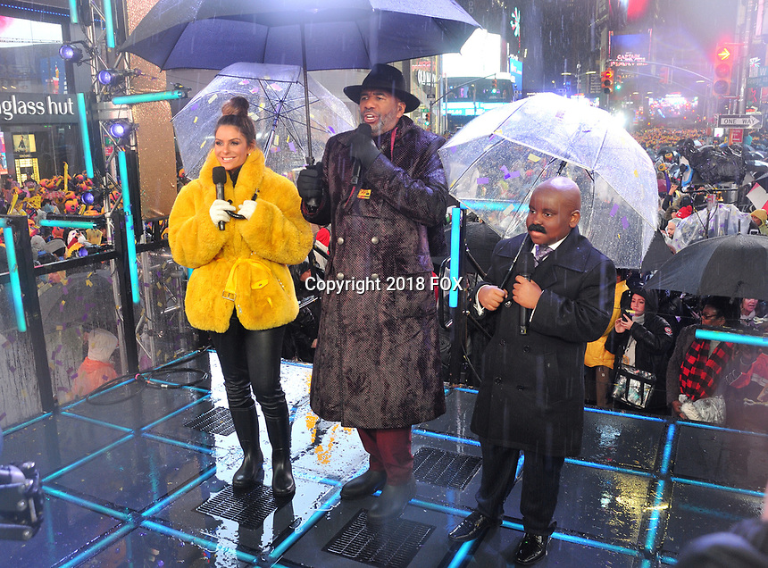 """NEW YORK - DECEMBER 31: Steve Harvey and Maria Menounos host """"FOX'S New Years Eve with Steve Harvey: Live From Times Square"""" on December 31, 2018 in New York City. (Photo by Stephen Smith/Fox/PictureGroup)"""