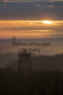United Kingdom, England, Gloucestershire, Cotswolds, Chipping Campden: St James Church at sunrise | Grossbritannien, England, Gloucestershire, Cotswolds, Chipping Campden: St. James Kirche bei Sonnenaufgang