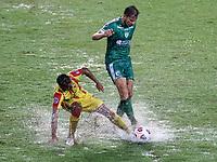PEREIRA - COLOMBIA, 29-04-2021: Juan Mahecha de La Equidad (COL) y Pedro Alvarez de Aragua F. C. (VEN), luchan por el balon durante partido entre La Equidad (COL) y Aragua F. C. (VEN) por la Copa CONMEBOL Sudamericana 2021 en el Estadio Hernan Ramirez Villegas de la ciudad de Pereira. / Juan Mahecha of La Equidad (COL) and Pedro Alvarez of Aragua F. C. (VEN), fight for the ball during a match beween La Equidad (COL) and Aragua F. C. (VEN) for the CONMEBOL Sudamericana Cup 2021 at the Hernan Ramirez Villegas Stadium, in Pereira city. / VizzorImage / Pablo Bohorquez / Cont.