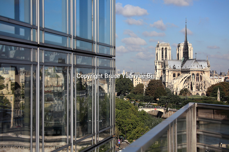 Notre Dame Notre-Dame cathedra with glass wall in foreground. city of Paris. Paris. France