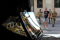 Il Bar Fratelli Nurzia ha riaperto a dicembre 2009..Dopo il terremoto  del 2009 alcuni negozi e attività commerciali riaprono a L'Aquila..After the earthquake of 2009, some shops and businesses reopen in L'Aquila.