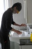 PROGETTO ARCA<br /> Il cohousing di Casa Arca di Roma.<br /> La pulizia del bagno.