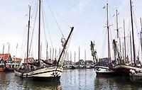 Nederland - Volendam - 2018.  De haven van Volendam. Schepen verlaten de haven voor de Pieperrace. De Pieperrace is een jaarlijkse zeilwedstrijd voor historische zeilschepen.   Foto Berlinda van Dam / Hollandse Hoogte