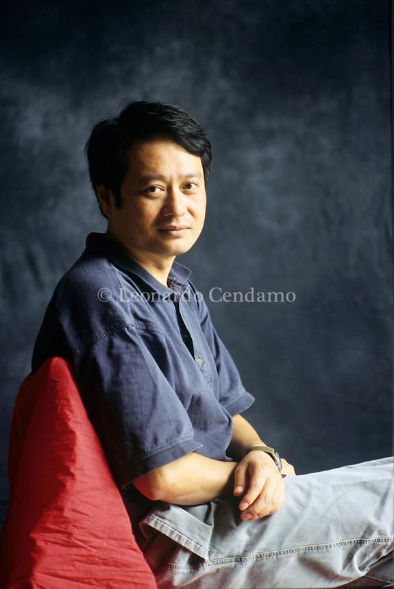 Ang Lee, è un regista, sceneggiatore, produttore cinematografico taiwanese. films, cultura taiwanese. La maggior parte dei suoi film analizzano il rapporto tra la modernità e la tradizione. Lido, 10 settembre 1996. Photo by Leonardo Cendamo/Gettyimages