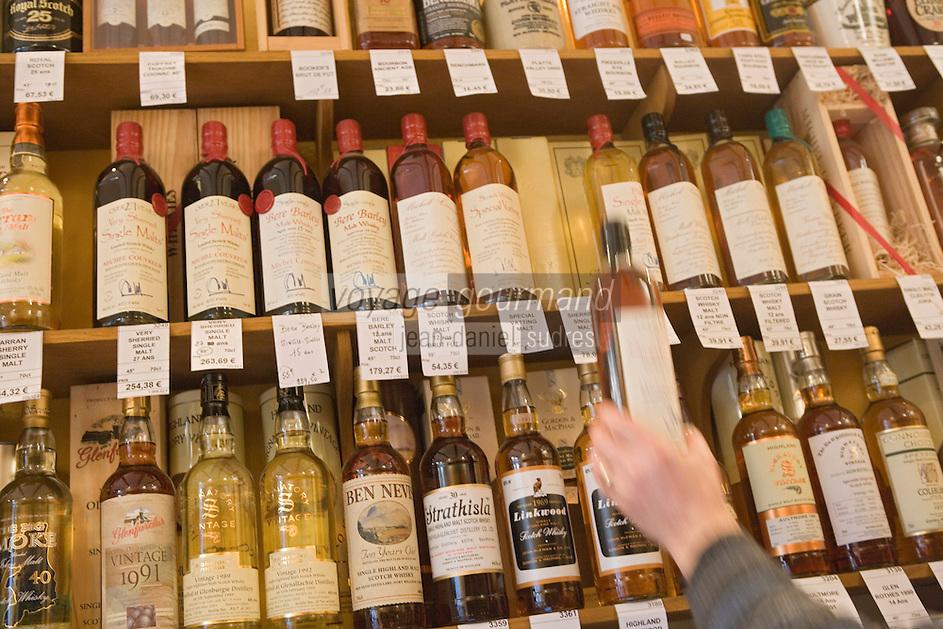 """Europe/France/Nord-Pas-de-Calais/59/Nord/Lille: """"Caviste Les Vins Gourmands"""" 33 Rue Esquermoise - la collection de Whiskies"""