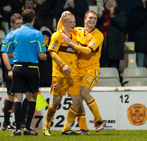 PICTURE BY - ROB CASEY .DESCRIPTION - MOTHERWELL v DUNFERMLINE.PIC SHOWS - NICKY LAW CELES SCORING MOTHERWELL'S SECOND GOAL….. 2-0
