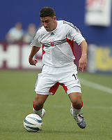 17 April 2004: DC United Alecko Eskandarian in action against MetroStars at Giants' Stadium in East Rutherford, New Jersey.  MetroStars defeated DC United, 3-2.