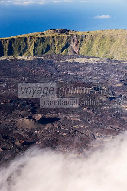 France, île de la Réunion, Parc national de La Réunion, classé Patrimoine Mondial de l'UNESCO, volcan du Piton de la Fournaise, l'Enclos Fouqué et le Formica Léo au pied du Pas de Bellecombe (vue aérienne) // France, Reunion island (French overseas department), Parc National de La Reunion (Reunion National Park), listed as World Heritage by UNESCO, Piton de la Fournaise volcano, the Enclos and Formica Leo at the foot of the Pas de Bellecombe (aerial view)