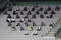 Deutsche Bank auf der Tribüne mit Abstand - Innsbruck 02.06.2021: Deutschland vs. Daenemark, Tivoli Stadion Innsbruck