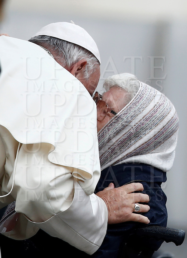 Papa Francesco saluta alcuni fedeli al termine dell'udienza generale del mercoledi' in Piazza San Pietro, Citta' del Vaticano, 26 ottobre 2016.<br /> Pope Francis greets faithful at the end of his weekly general audience in St. Peter's Square at the Vatican, 26 ottobre 2016.UPDATE IMAGES PRESS/Isabella Bonotto<br /> <br /> STRICTLY ONLY FOR EDITORIAL USE