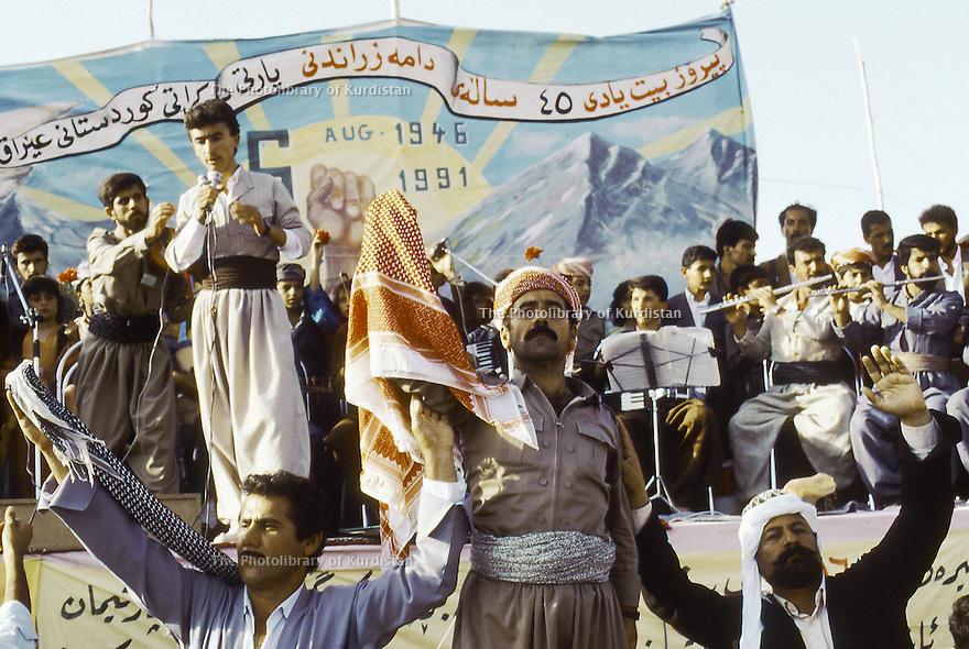 Irak 1991  Spectacle pour le 45 ème anniversaire du PDK     Iraq 1991  Celebration of the 45th anniversary of KDP
