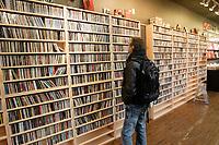 Magasins de musique : Vinyle ou disques compacts a Montreal, CANADA, Nov 2012