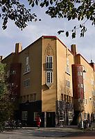 Nederland  Amsterdam  2020.  Het tweede woonblok van Michel de Klerk, ook wel bekend als het Gele Blok, aan het Spaarndammerplantsoen.    Foto : ANP/ HH / Berlinda van Dam