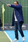 Nicklas Benecke (Trainer, Cheftrainer, MHC), gibt Anweisungen, gestikuliert, mit den Armen gestikulieren, gives instructions, gesticulate, Einzelbild, Aktion, Action, 01.05.2021, Mannheim  (Deutschland), Hockey, Deutsche Meisterschaft, Viertelfinale, Damen, Mannheimer HC - HTC Uhlenhorst Mülheim <br /> <br /> Foto © PIX-Sportfotos *** Foto ist honorarpflichtig! *** Auf Anfrage in hoeherer Qualitaet/Aufloesung. Belegexemplar erbeten. Veroeffentlichung ausschliesslich fuer journalistisch-publizistische Zwecke. For editorial use only.