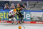 Krefelds Laurin Braun (Nr.12) an der Bande im Zweikampf mit Bremerhavens DOMINIKUHER (Nr.26)  beim Spiel in der Gruppe Nord der DEL, Krefeld Pinguine (schwarz) – Fischtown Pinguins Bremerhaven (weiss).<br /> <br /> Foto © PIX-Sportfotos.de *** Foto ist honorarpflichtig! *** Auf Anfrage in hoeherer Qualitaet/Aufloesung. Belegexemplar erbeten. Veroeffentlichung ausschliesslich fuer journalistisch-publizistische Zwecke. For editorial use only.
