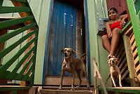 Moradores caminham em bairro da periferia na cidade de Tucuruí<br /> Tucuruí, Pará, Brasil.<br /> Paulo Santos<br /> 29/10/2010