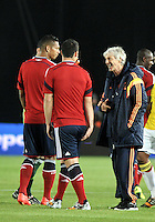 BOGOTA – COLOMBIA -  23-05-2014: Jose Pekerman (Der.) , técnico de la Selección Colombia, da instrucciones a Fredy Guarin (Izq.) y James Rodriguez (Cent.) jugadores de la Selección Colombia en partido durante fiesta de despedida en el estadio Nemesio Camacho el campin de la ciudad de Bogota, Colombia parte hacia La copa Mundo Brasil 2014. / Jose Pekerman (R) coach of the Colombia Team, gives instruction to Fredy Guarin (L) and James Rodriguez (C) players of Colombia team in a math during a farewell party at the stadium Nemesio Camacho El Campin stadium in Bogota city, Colombia travels to the World Cup Brazil 2014. Photo: VizzorImage / Luis Ramirez / Staff.