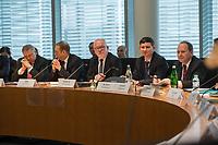 1. Sitzung des Unterausschusses des Verteidigungsausschusses des Deutschen Bundestag als 1. Untersuchungsausschuss am Donnerstag den 14. Februar 2019.<br /> In dem Untersuchungsausschuss zur Berateraffaere soll auf Antrag der Fraktionen von FDP, Linkspartei und Buendnis 90/Die Gruenen der Umgang mit externer Beratung und Unterstuetzung im Geschaeftsbereich des Bundesministeriums fuer Verteidigung aufgeklaert werden. Anlass der Untersuchung sind Berichte des Bundesrechnungshofs ueber Rechts- und Regelverstoesse im Zusammenhang mit der Nutzung derartiger Leistungen.<br /> Einziger Tagesordnungspunkt war die Konstituierung des Unterausschusses als Untersuchungsausschuss.<br /> Im Bild 3.vl.: Der Ausschussvorsitzende Wolfgang Hellmich, SPD.<br /> 14.2.2019, Berlin<br /> Copyright: Christian-Ditsch.de<br /> [Inhaltsveraendernde Manipulation des Fotos nur nach ausdruecklicher Genehmigung des Fotografen. Vereinbarungen ueber Abtretung von Persoenlichkeitsrechten/Model Release der abgebildeten Person/Personen liegen nicht vor. NO MODEL RELEASE! Nur fuer Redaktionelle Zwecke. Don't publish without copyright Christian-Ditsch.de, Veroeffentlichung nur mit Fotografennennung, sowie gegen Honorar, MwSt. und Beleg. Konto: I N G - D i B a, IBAN DE58500105175400192269, BIC INGDDEFFXXX, Kontakt: post@christian-ditsch.de<br /> Bei der Bearbeitung der Dateiinformationen darf die Urheberkennzeichnung in den EXIF- und  IPTC-Daten nicht entfernt werden, diese sind in digitalen Medien nach §95c UrhG rechtlich geschuetzt. Der Urhebervermerk wird gemaess §13 UrhG verlangt.]