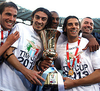 Calcio, finale di Coppa Italia: Roma vs Lazio. Roma, stadio Olimpico, 26 maggio 2013..From left, Lazio midfielder Alvaro Gonzalez, of Uruguay, defenders Giuseppe Biava, Abdoulay Konko, of France, and forward Sergio Floccari show the Italian Cup to fans, at the end of the football final match between AS Roma and Lazio at Rome's Olympic stadium, 26 May 2013. Lazio won 1-0..UPDATE IMAGES PRESS/Isabella Bonotto....