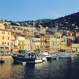 France, Côte d'Azur, Villefranche-sur-mer: Harbour Scene   Frankreich, Côte d'Azur, Villefranche-sur-mer: Stadt und Hafen