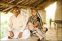 2006- Inde- Sur la route de Gorakhpur, chef de village et sa femme.