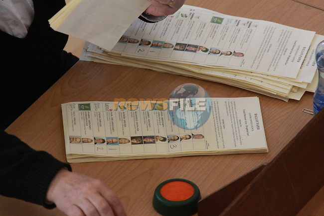 Drogheda borough council count in Drogheda colege of further education....Pic: Fran Caffrey/www.newsfile.ie