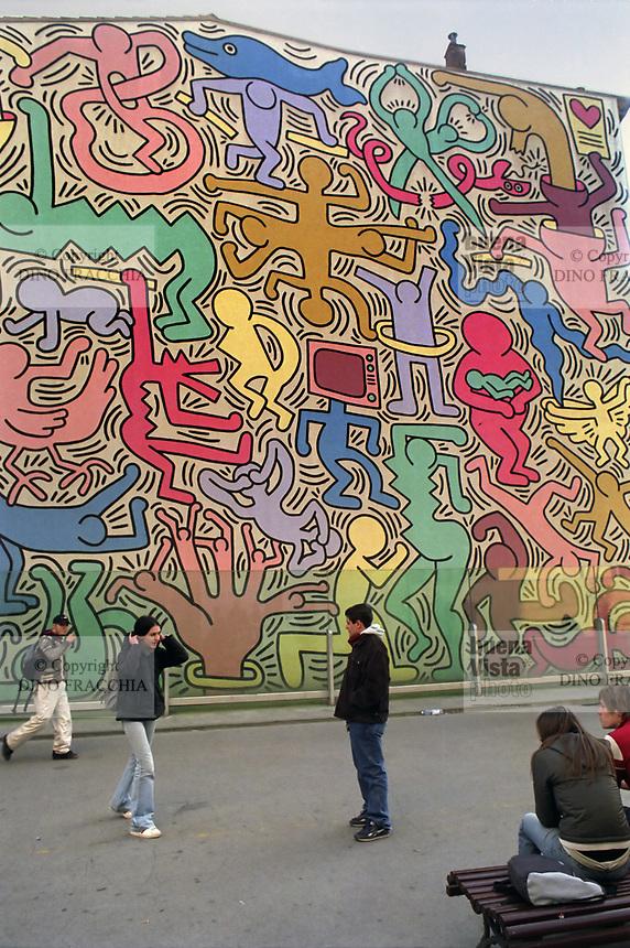"""- Pisa, il murale """"Tuttomondo"""" realizzato dal pittore e writer statunitense Keith Haring<br /> <br /> - Pisa, the """"Tuttomondo"""" mural created by the American painter and writer Keith Haring"""