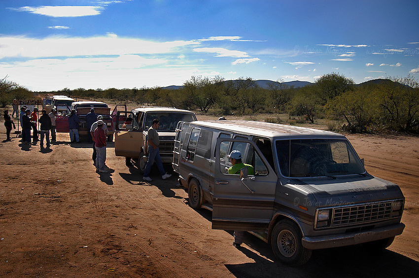 After boarding their vans in Altar, immigrants are driven through a 90 km dust road into the outskirts of Sasabe, Mexico. They often stop for burritos and the last cold soda before walking for several days.                                 .Sasabe, Sonora-Mexico. 01/22/05