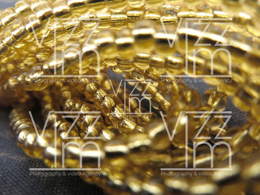 BOGOTÁ-COLOMBIA-06-01-2013. Textura de piedras doradas. Textura of golden stones. (Photo: VizzorImage)