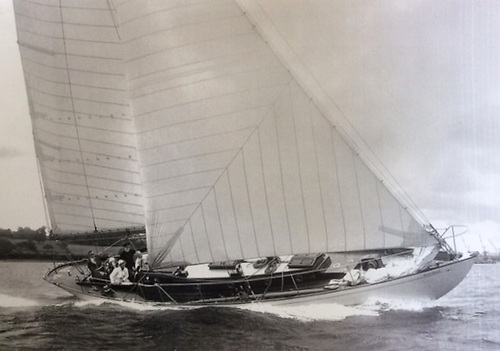 Northele racing off Cowes in 1950. At 35ft waterline and 50ft LOA, she was part of a group of similarly-sized post-war boats which gave good racing inshore and offshore for several years