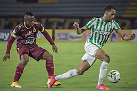 IBAGUE - COLOMBIA, 30-03-2021: Jaminton Leandro Campaz del Tolima disputa el balón con Michael Chacon de Nacional durante partido entre Deportes Tolima y Atlético Nacional por la fecha 16 como parte de la Liga BetPlay DIMAYOR I 2021 jugado en el estadio Manuel Murillo Toro de la ciudad de Ibagué. / Jaminton Leandro Campaz of Tolima struggles the ball with Michael Chacon of Nacional during match between Deportes Tolima and Atletico Nacional for the date 16 as part of BetPlay DIMAYOR League I 2021 played at Manuel Murillo Toro stadium in Ibague. Photo: VizzorImage / Juan Torres / Cont