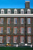 Sir Christopher Wren: Royal Hospital Chelsea. Southern wall, elevation. Close detail. Photo '79.