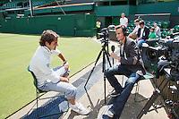 20-06-12, England, London, Wimbledon, Tennis, Interview Jan Willem de Lange met Roger Federer op Centercourt.