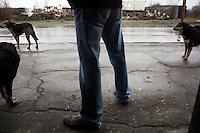 BULGARIA, Sofia, 2012/04/5..A man waits for the bus surrounded by stray dogs in the neighborhood of Lyulin quarter in Sofia, Bulgaria..BULGARIE, Sofia, 2012/04/5..Un homme attend son bus entouré de chiens errants dans le quartier de Lyulin à Sofia, Bulgarie..© Pierre Marsaut