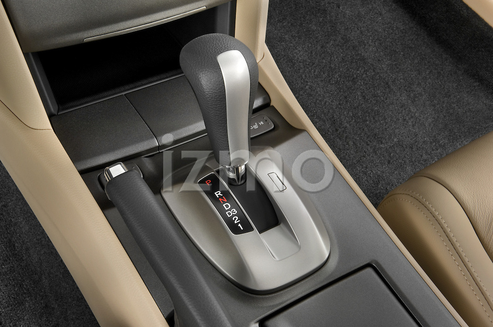 Gear shift detail view of a 2008 Honda Accord Coupe