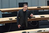 Plenarsitzung des Berliner Abgeordnetenhaus am Donnerstag den 30. April 2020.<br /> Im Bild: Kultursenator Klaus Lederer (Linkspartei).<br /> 30.4.2020, Berlin<br /> Copyright: Christian-Ditsch.de<br /> [NUR FUER REDAKTIONELLE ZWECKE! Werbung nur auf Anfrage beim Fotografen. Inhaltsveraendernde Manipulation des Fotos nur nach ausdruecklicher Genehmigung des Fotografen. Vereinbarungen ueber Abtretung von Persoenlichkeitsrechten/Model Release der abgebildeten Person/Personen liegen nicht vor. NO MODEL RELEASE! Don't publish without copyright Christian-Ditsch.de, Veroeffentlichung nur mit Fotografennennung, sowie gegen Honorar, MwSt. und Beleg. Konto: I N G - D i B a, IBAN DE58500105175400192269, BIC INGDDEFFXXX, Kontakt: post@christian-ditsch.de<br /> Bei der Bearbeitung der Dateiinformationen darf die Urheberkennzeichnung in den EXIF- und  IPTC-Daten nicht entfernt werden, diese sind in digitalen Medien nach §95c UrhG rechtlich geschuetzt. Der Urhebervermerk wird gemaess §13 UrhG verlangt.]