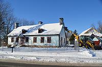 Demolition  de la maison Boileau a Chambly ,le 22 novembre 2018.<br /> <br /> C'etait une maison patrimoniale construite en 1820.<br /> <br /> PHOTO : Agence Quebec Presse - Mathieu TYE