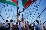 NEWS- Pro-palestine groups march across de Brooklyn Bridge