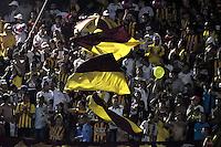 IBAGUÉ -COLOMBIA, 14-12-2016. Hinchas del Tolima animan a su equipo durante partido de ida entre Deportes Tolima y Independiente Santa Fe por la final de la Liga Águila II 2016 jugado en el estadio Manuel Murillo Toro de Ibagué. / Fans of Tolima cheer their team during first leg match between Deportes Tolima and Independiente Santa Fe for the final of the Aguila League II 2016 played at Manuel Murillo Toro stadium in Ibague city. Photo: VizzorImage/ Gabriel Aponte / Staff