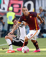 Calcio, Serie A: Roma vs Juventus. Roma, stadio Olimpico, 30 agosto 2015.<br /> Roma's Radja Nainggolan, right, is challenged by Juventus' Stefano Sturaro during the Italian Serie A football match between Roma and Juventus at Rome's Olympic stadium, 30 August 2015.<br /> UPDATE IMAGES PRESS/Riccardo De Luca